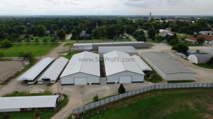 Büyükbaş Besiciliği – Modern Hayvan Çiftlikleri Süt ve Besi Ahırı